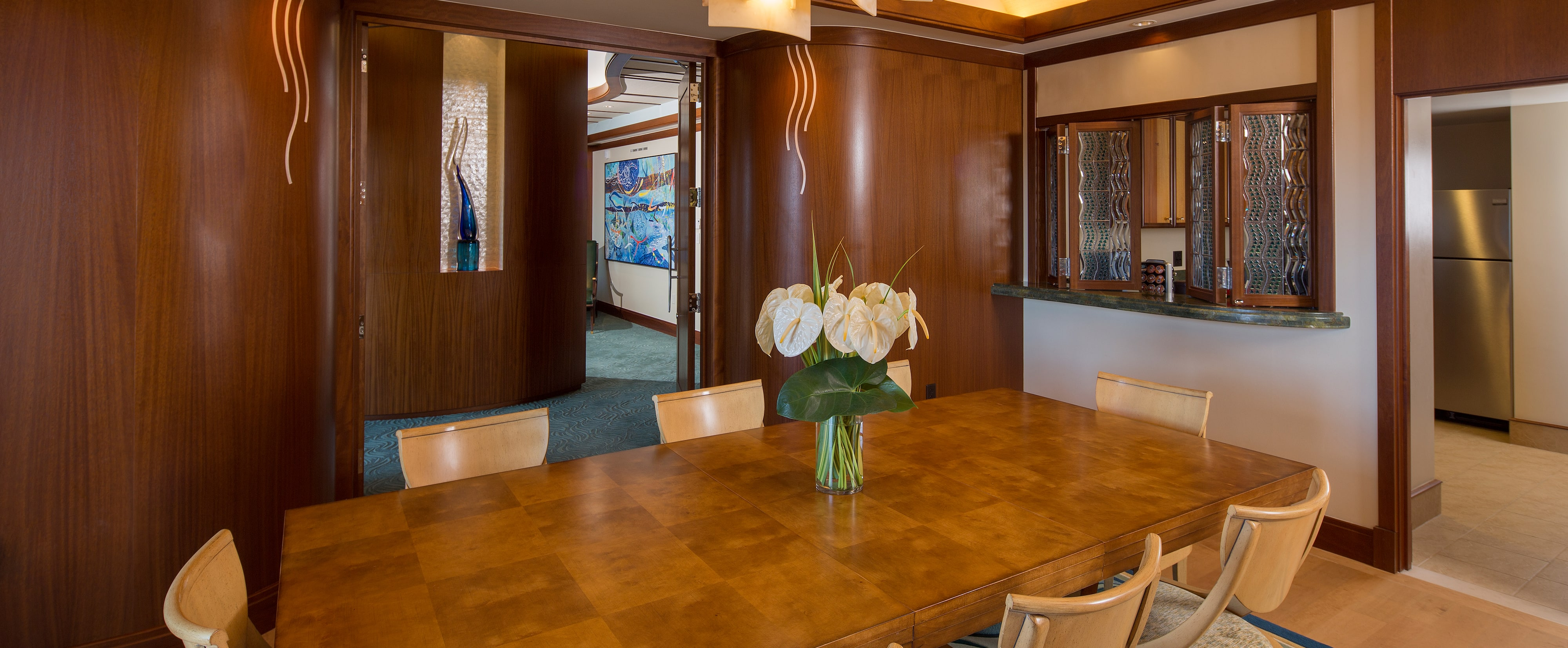 The dining area and butler pantry of the Deluxe 1-Bedroom Suite