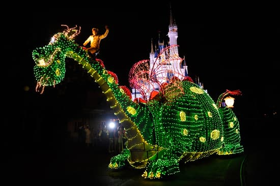 Main Street Electrical Parade: Elliot the Dragon from Pete's Dragon