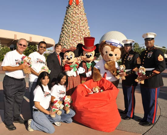Disney VoluntEARS, Minnie and Mickey Mouse, Duffy the Disney Bear, and US Marine Corps