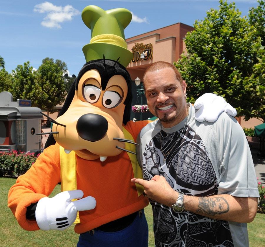 Famous Funnyman Sinbad Gets Goofy At Disney S Hollywood Studios Disney Parks Blog