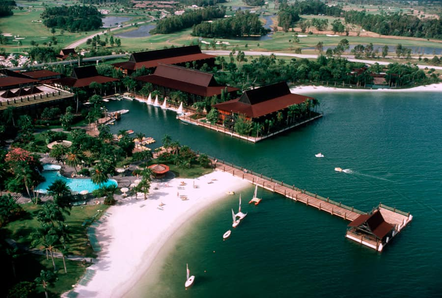 Disney S Polynesian Resort Opened With 492 Rooms In Eight Longhouses