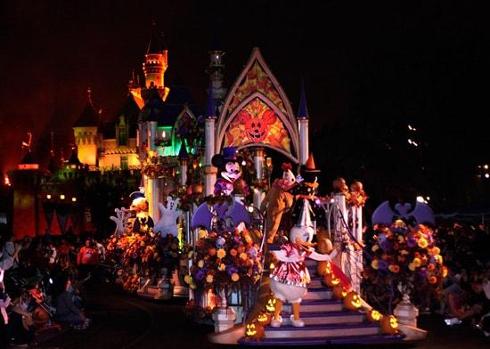 Sneak Peek at Mickey's Halloween Party at Disneyland Park