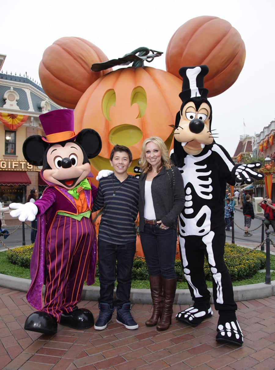 good luck charlie' stars enjoy halloween time at disneyland park