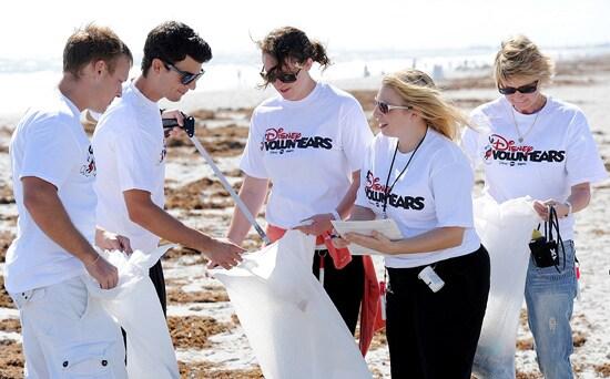 Disney VoluntEARS Create Magic (Naturally!) During Florida Coastal Cleanup