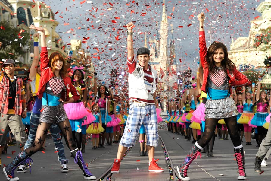 bella thorne left and zendaya right from disney channels shake it