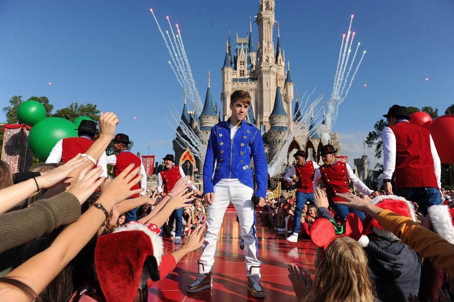 justin bieber at walt disney world resort taping of disney parks christmas day parade