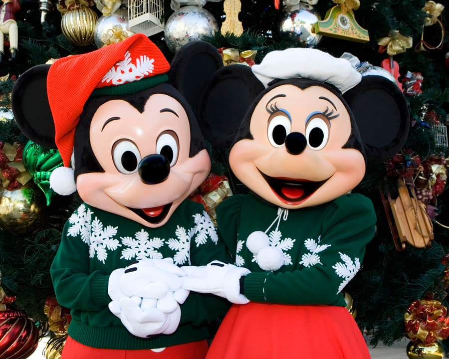 Christmas Minnie Mouse Disneyland.Test Your Disneyland Resort Holiday Knowledge Disney Parks