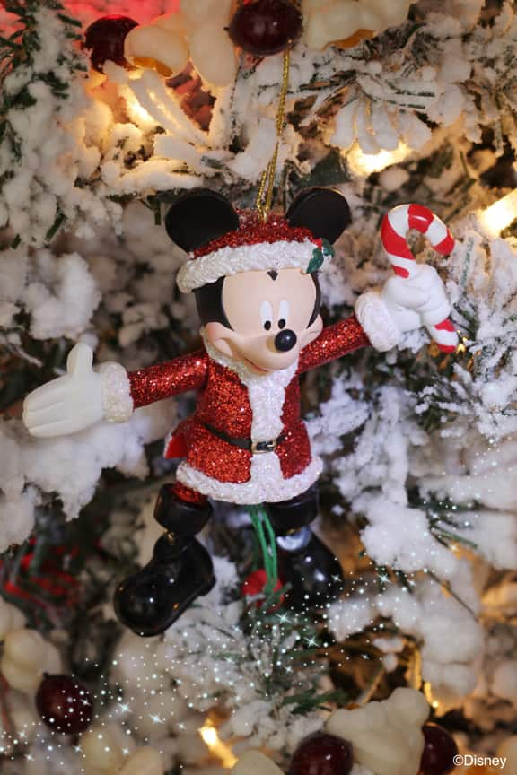 8f2818e4420 Learn How to Design a Story-Themed Tree with Disney Floral   Gifts ...