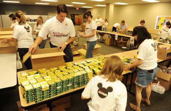 Walt Disney World VoluntEARS Donate School Supplies for Children in Central Florida