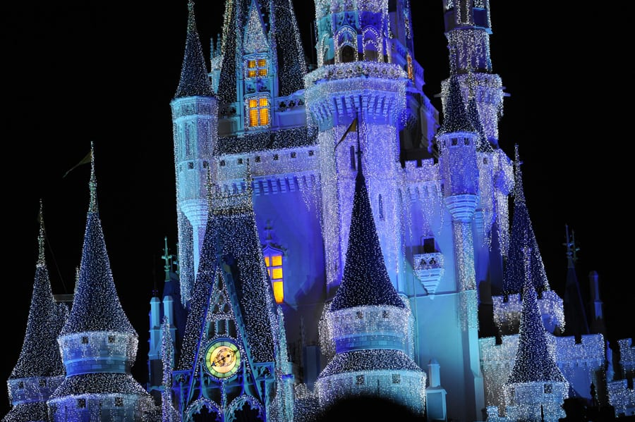 mickeys very merry castle dream lights osborne dancing lights return to walt disney world - Disney World Christmas Lights