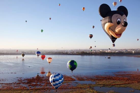 'The Happiest Balloon on Earth' Flies for Record-Breaking Crowd at Leon International Balloon Festival