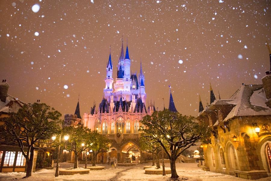 Snow Transforms Tokyo Disney Resort Into a Winter Wonderland