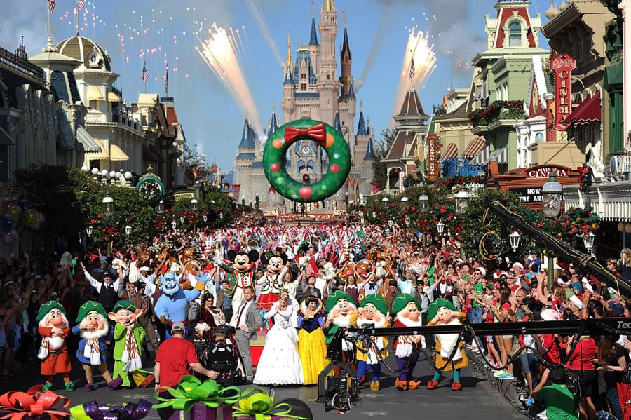 Christmas Day Parade.Disney Parks Christmas Day Parade Celebrates 30 Years Of