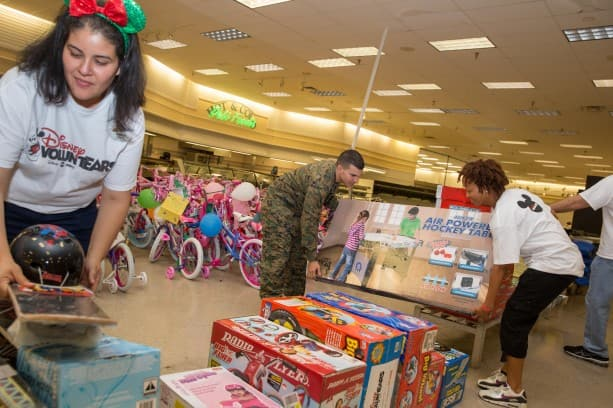 Disney VoluntEARS Help Spread Cheer with 36,000 Toys for Kids