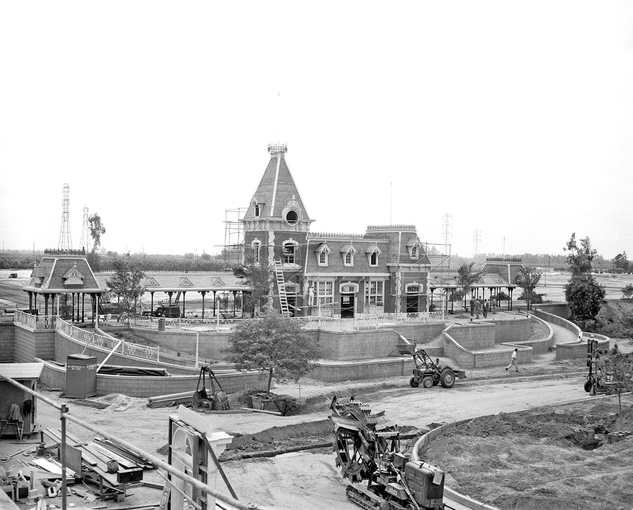 Building the Dream: The Making of Disneyland Park – Main Street ...