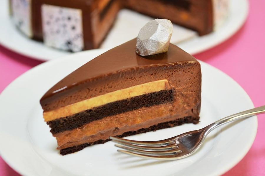 DLDCT759745 Disneyland Resort Diamond Celebration Chocolate Cake