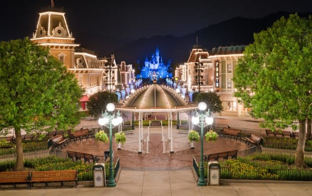 Disney Parks After Dark: A Quiet Night at Hong Kong Disneyland