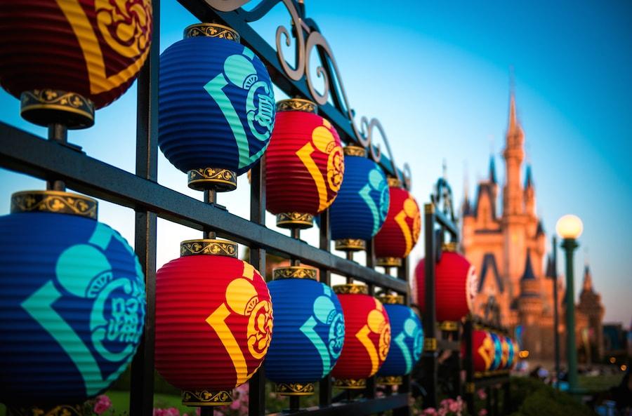 Frozen and Duffy Welcome Winter to Tokyo Disney Resort in 2016