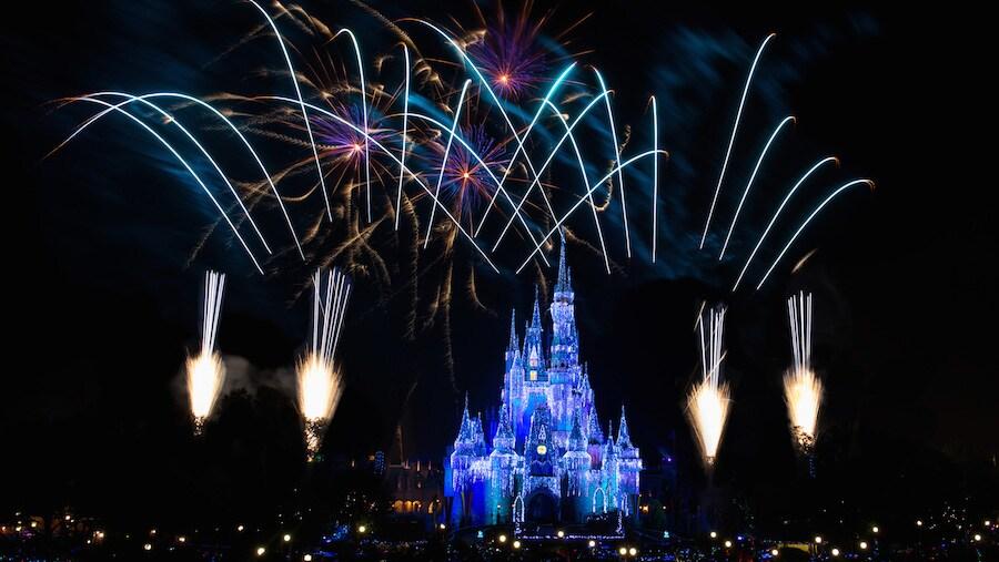 Watch Walt Disney World S New Year S Eve Fireworks Live