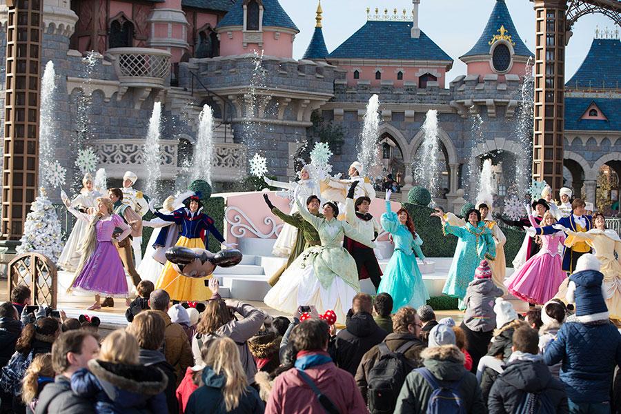 Christmas In Disneyland Paris.Celebrate An Enchanted Christmas At Disneyland Paris