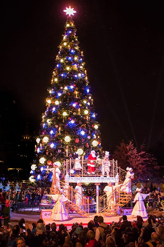 Celebrate an Enchanted Christmas at Disneyland Paris ...