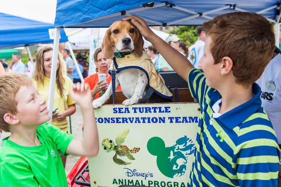 Meet Captain Captain Ron and His Trainer Pepe Peruyero, at 10:30 a.m, 12:30 p.m. and 2:30 p.m. on the Friday, Saturday and Sunday of Earth Day Weekend