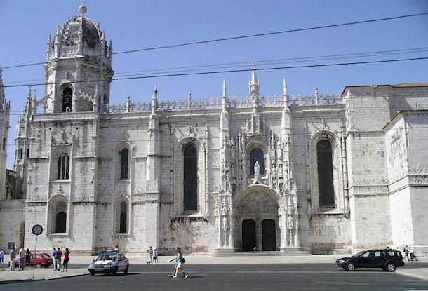 Explore Several of Lisbon's Popular Locales on the Lisbon City Tour & Oceanarium with Disney Cruise Line