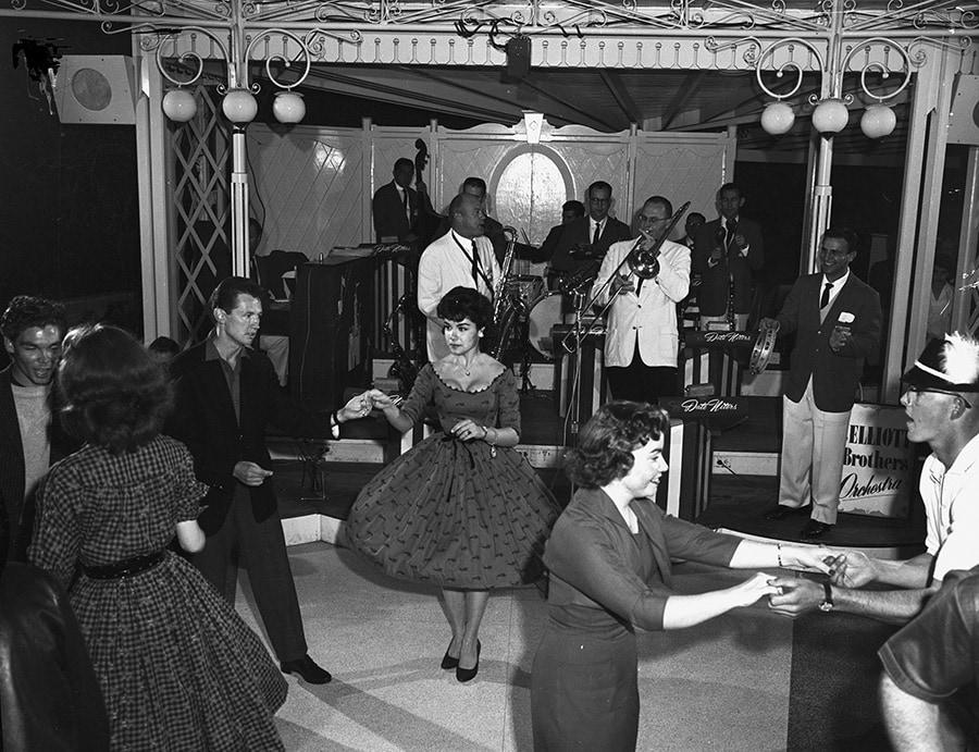 Dancing Swing at the Carnation Plaza Gardens at Disneyland Park
