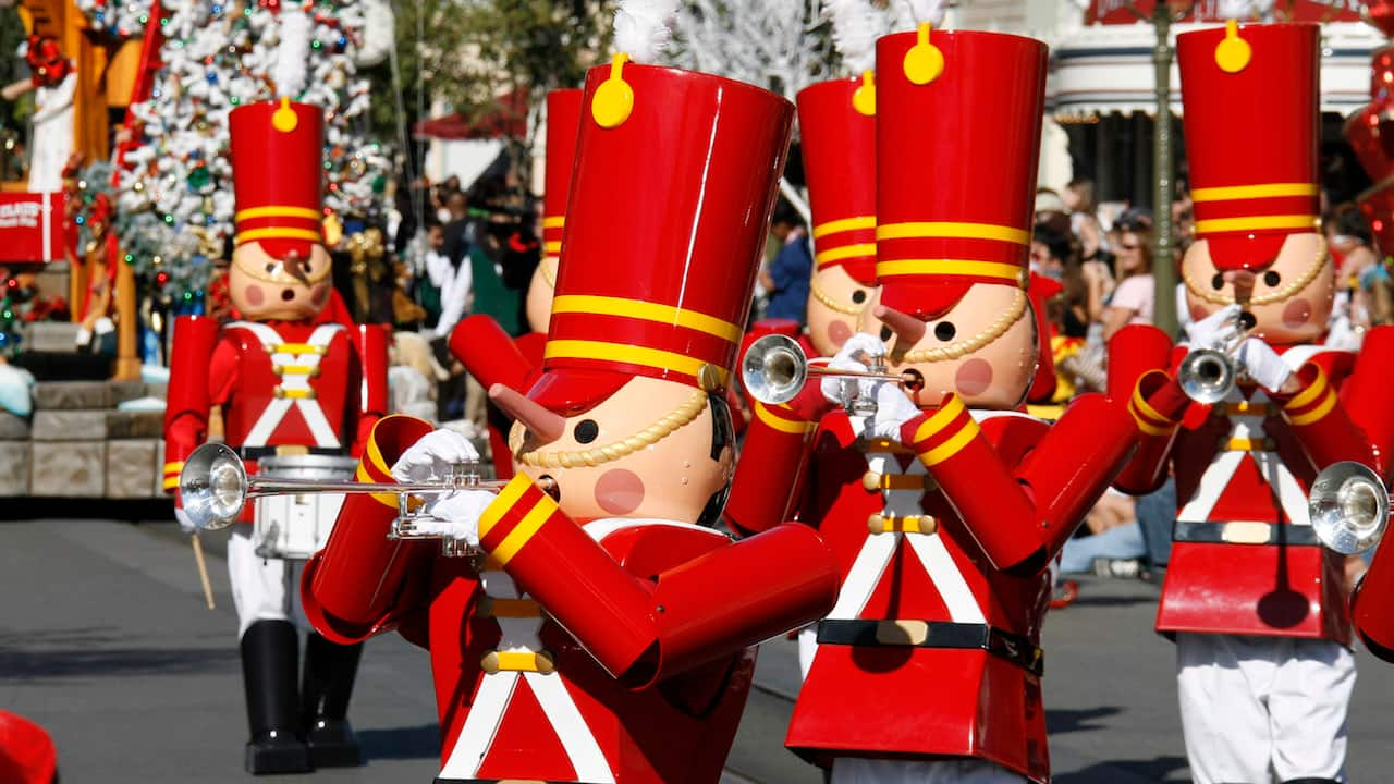 holidays at the disneyland resort return november 10 through january 8
