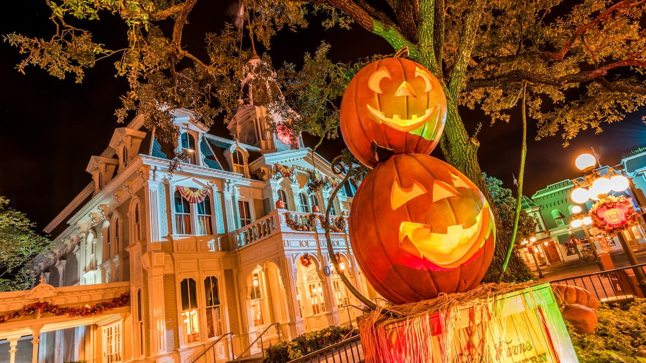 wonderfalldisney: 7 photos of mickey's not-so-scary halloween party