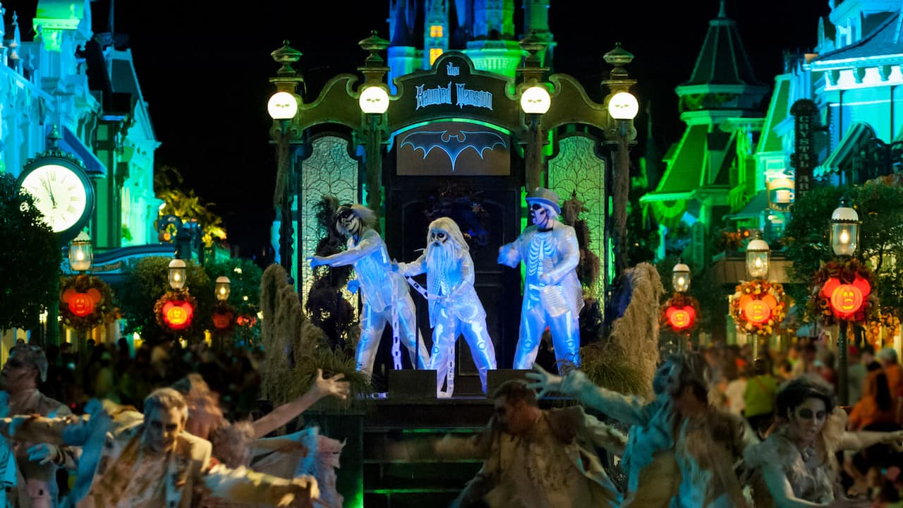moms panel monday: a mom's guide to mickey's not-so-scary halloween