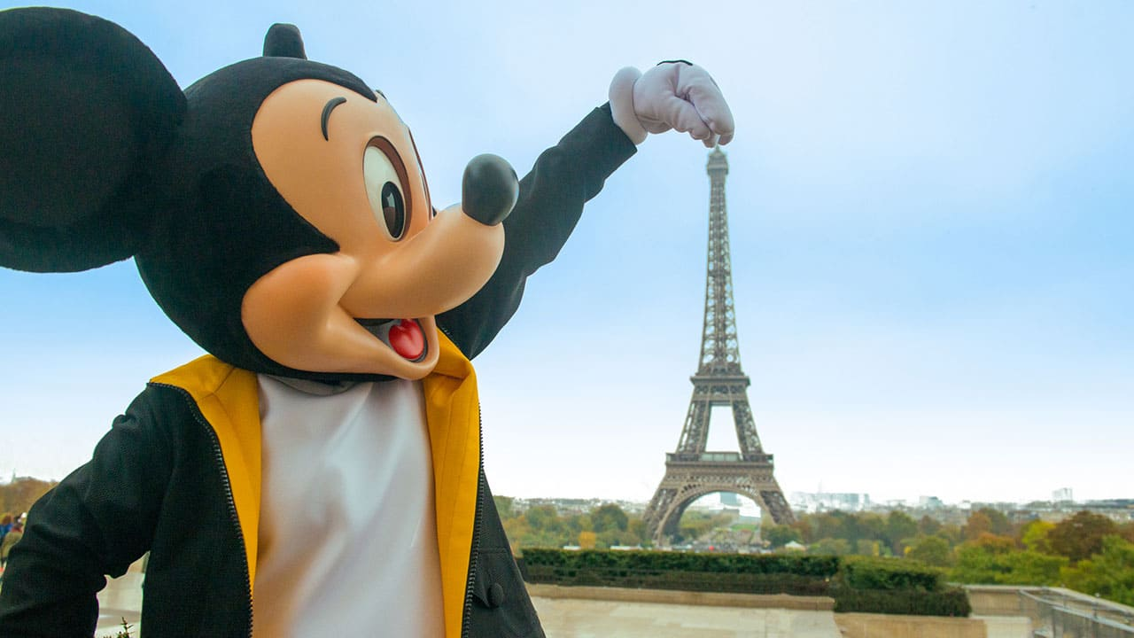 Happybirthdaymickey Mickey Mouse Celebrates With Friends Around The World In New Video Disney Parks Blog