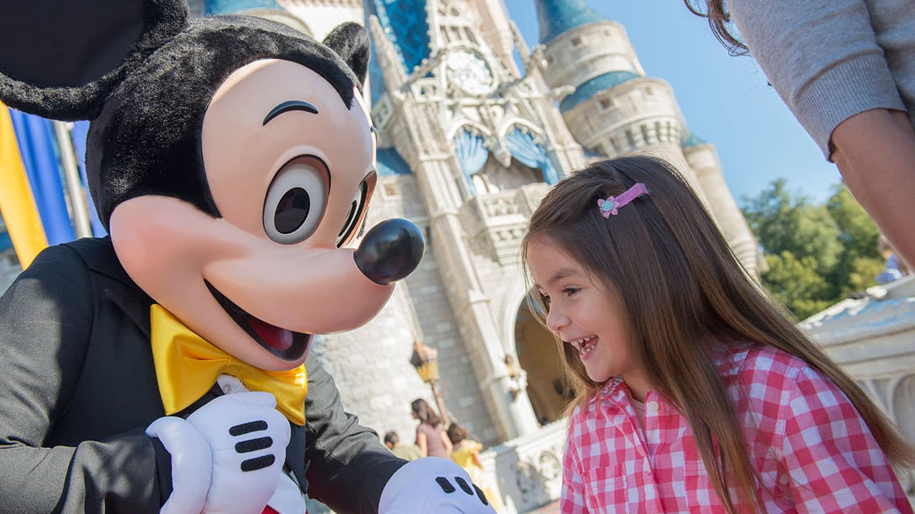 #DisneyFamilia: Meeting Mickey and Friends por primera vez!