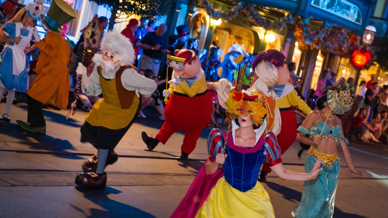 magic kingdom park comes alive this fall with mickeys not so scary halloween party