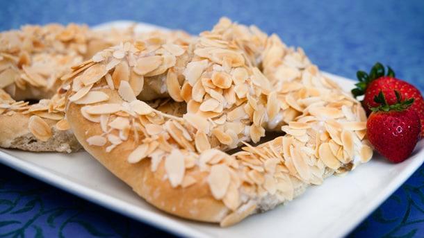 Celebrate National Pretzel Day at Walt Disney World Resort - Kingla Bakeri Og Kafe, Epcot