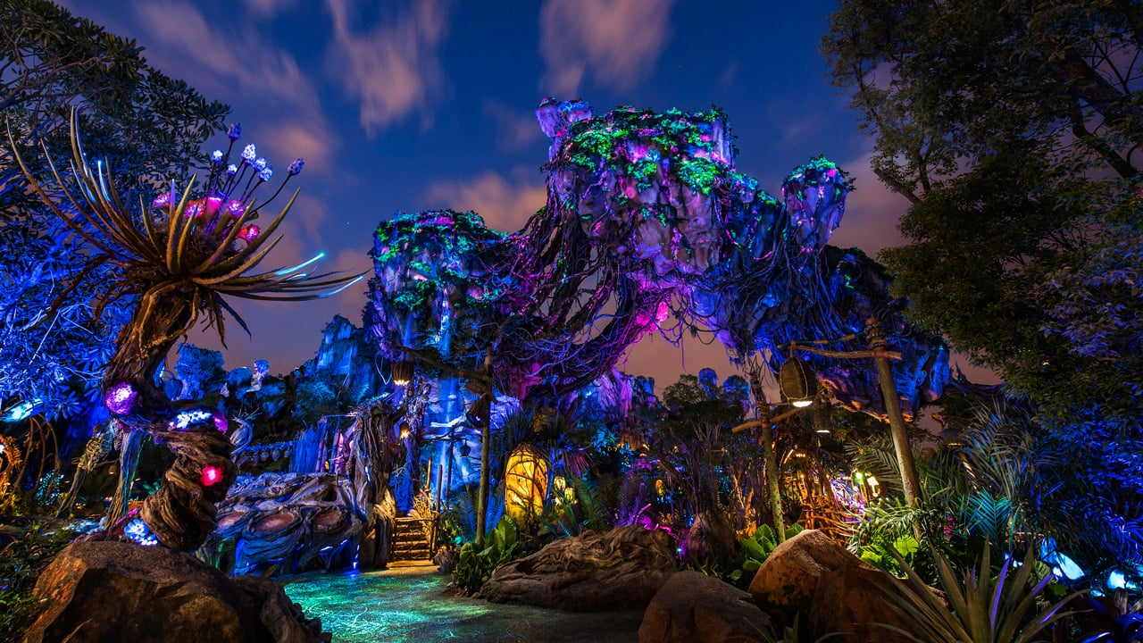 Pandora - The World of Avatar Comes To Life At Night