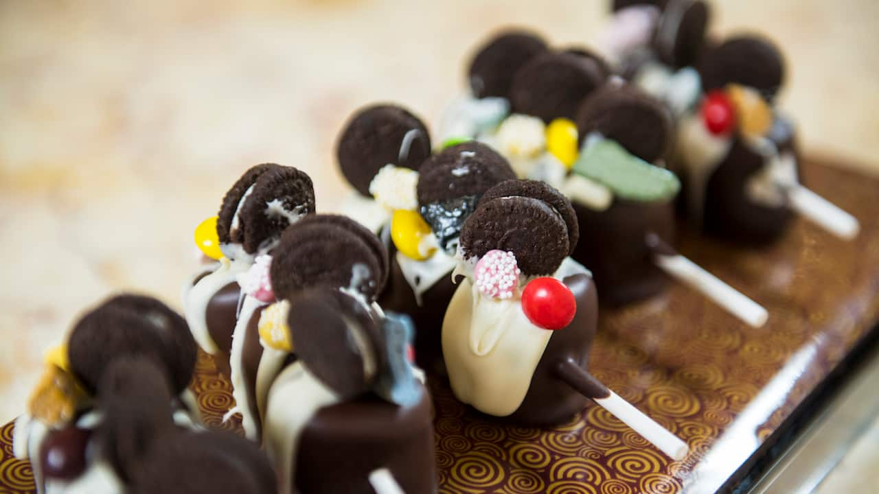 Recipe: Chocolate Dipped Marshmallows from Sweet on You Aboard the Disney Fantasy