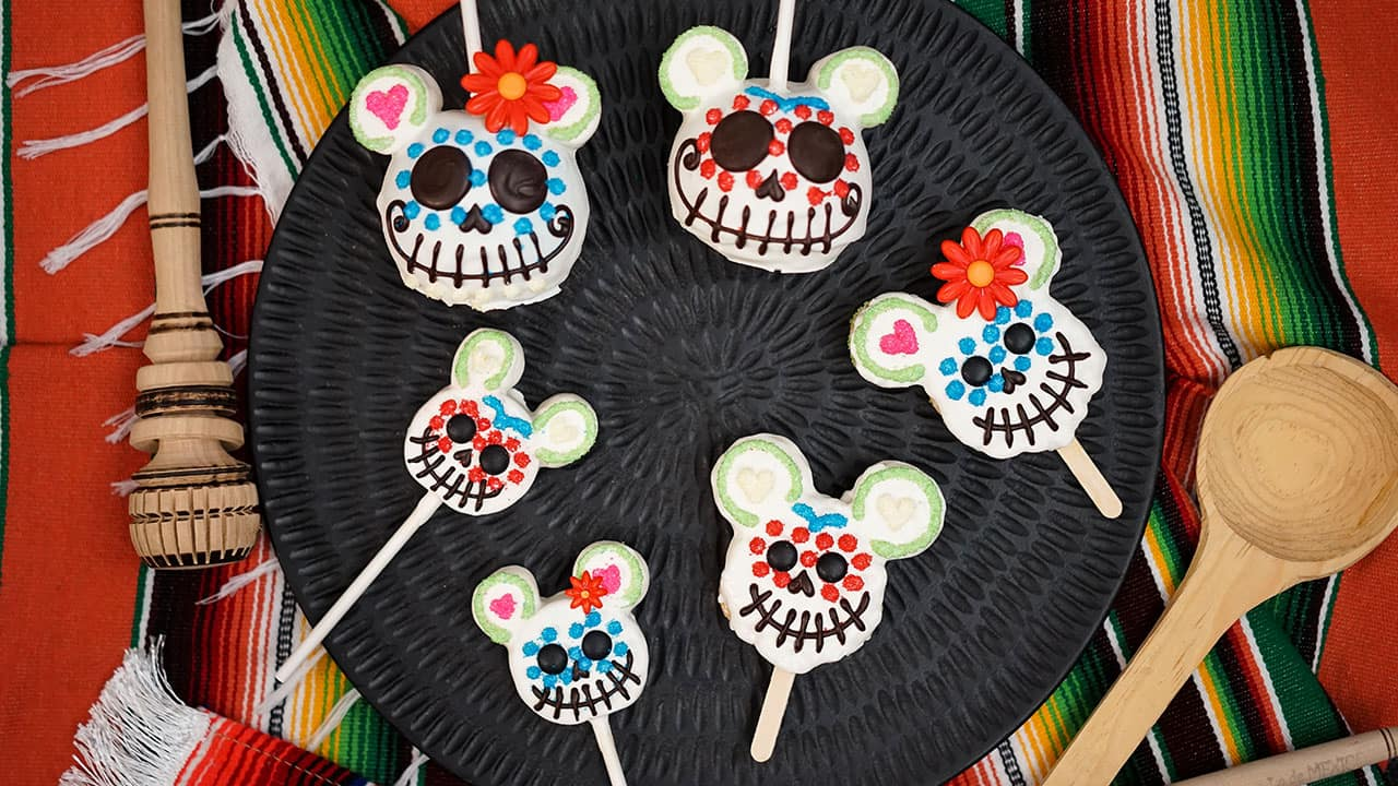 How to Make the Day of the Dead Rice Crispy Treat from Disneyland Resort