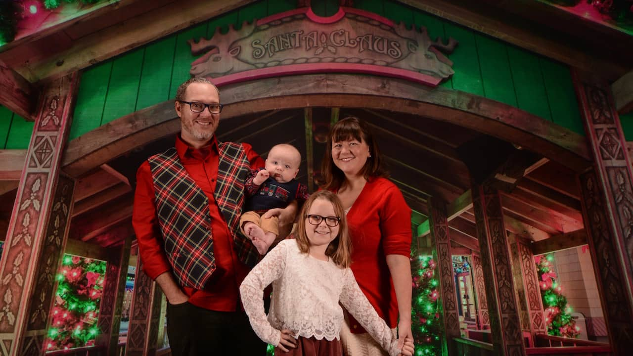 Family Photos at Disney PhotoPass Studio
