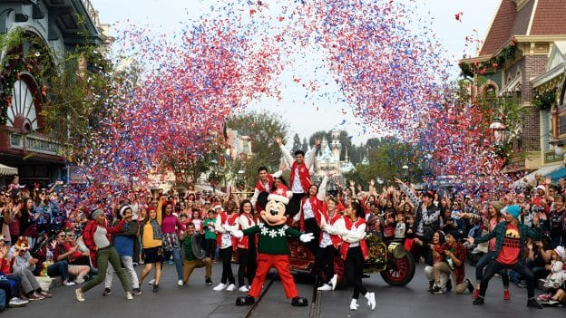 Christmas Day Parade.Disney Parks Magical Christmas Celebration Airs Christmas