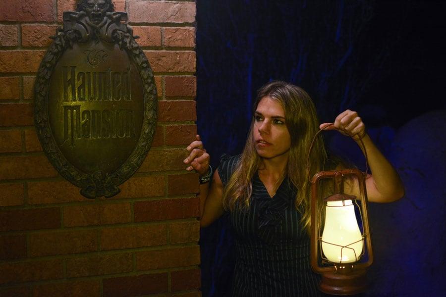 Disney PhotoPass - Haunted Mansion lantern prop