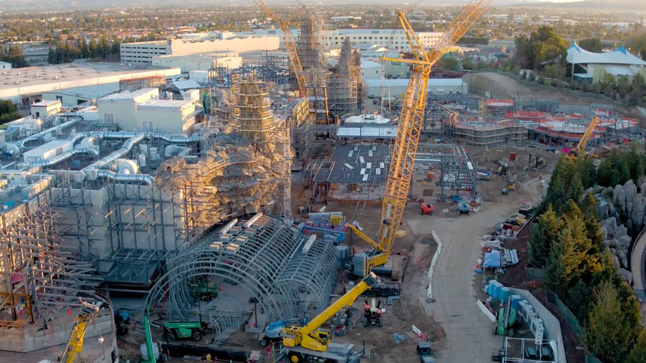 VIDEO: Flyover the Star Wars: Galaxy's Edge Construction ...