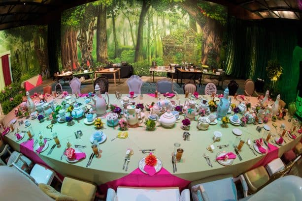 'Alice in Wonderland'-Themed Celebration Room