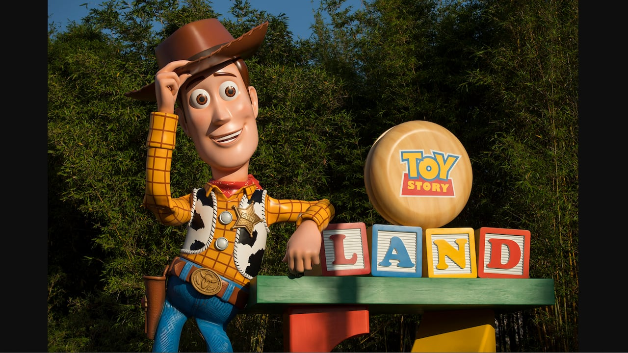 This Week In Disney Parks Photos Pics Of Our Favorite Cowboy In