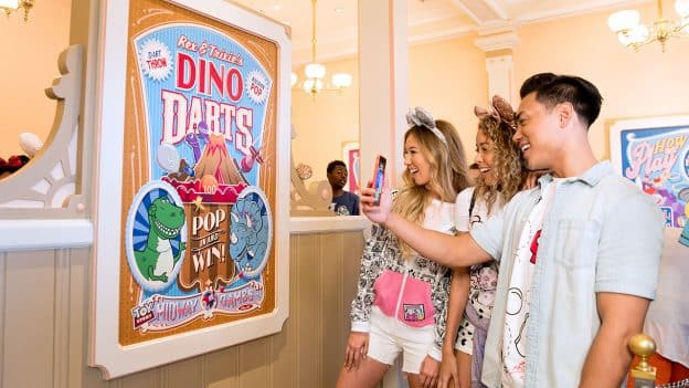 Play Disney Parks App Debuts at Disneyland Resort and Walt Disney World Resort