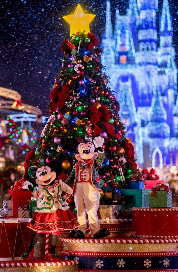 mickeys very merry christmas party at the walt disney world resort - When Is Disney Decorated For Christmas