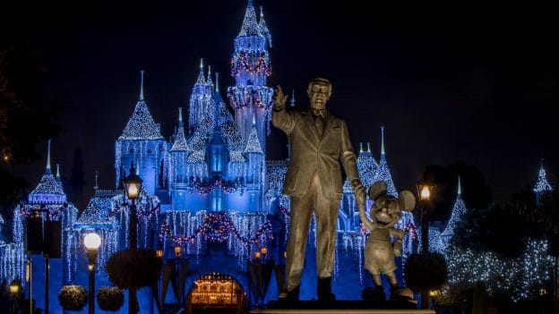 Disneyland Christmas.Holidays At The Disneyland Resort Returns November 9 Through