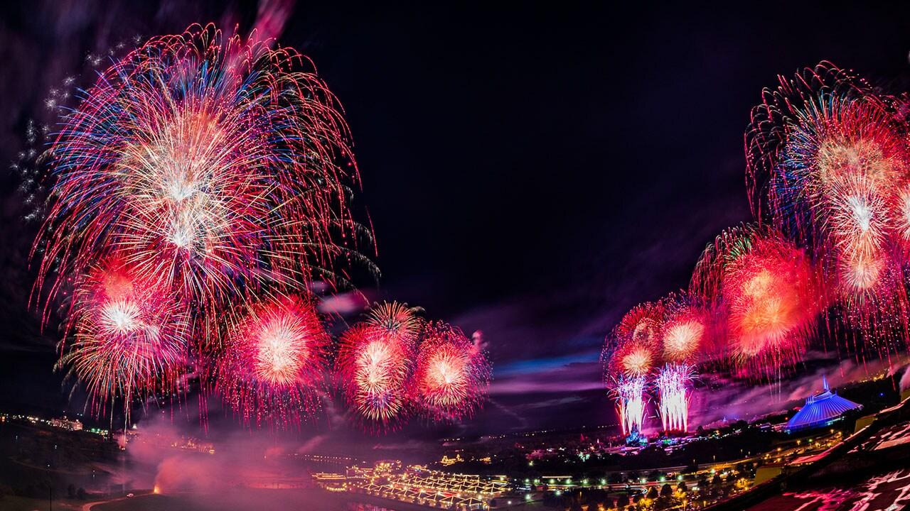 Disneyparkslive watch fourth of july fireworks at magic kingdom park 9 10 p m et disney - Fourth of july live wallpaper ...