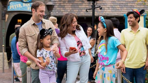 Family enjoys Disneyland App at Disneyland Resort