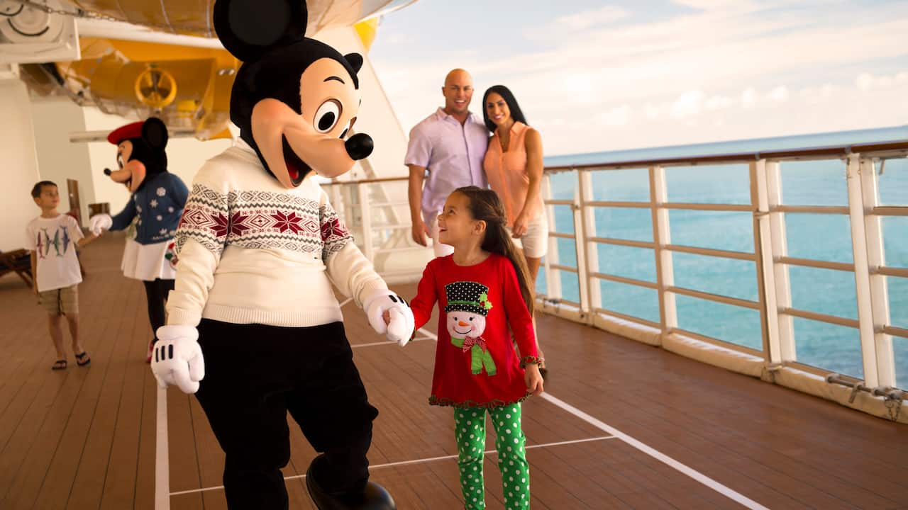 Christmas In July Disney World.Moms Panel Monday Christmas In July Heads Out To Sea